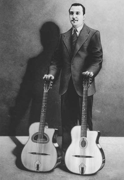 Django-Reinhardt-with_2_guitars.jpg